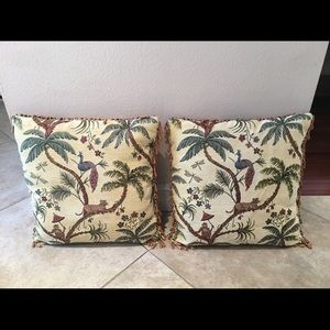 2 square throw pillow. excellent condition.